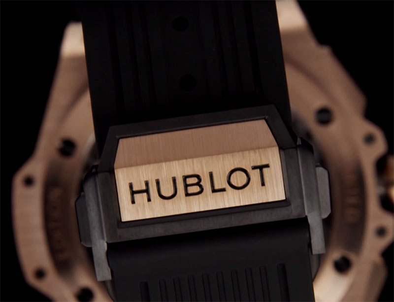 Eine Uhr, die Hublot ist.